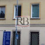 2-izbový zariadený starší štýlový byt na Dobšinského ulici