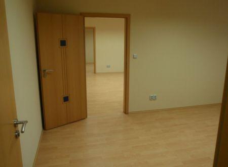 Kancelária na prenájom 15,86m2, parkovanie v cene, novostavba, Hradská ul.