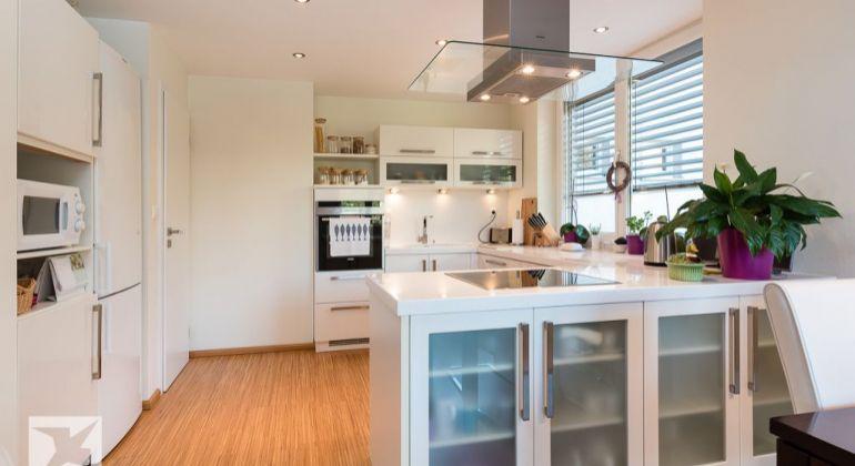 Predaj 3-izb. bytu so zariadením v novostavbe na Kramároch sgarážovým státím