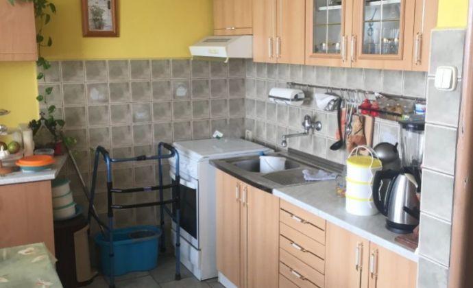 3-izbový byt vo výbornej lokalite s výbornou dostupnosťou na obchvat, ale tiež do centra mesta!
