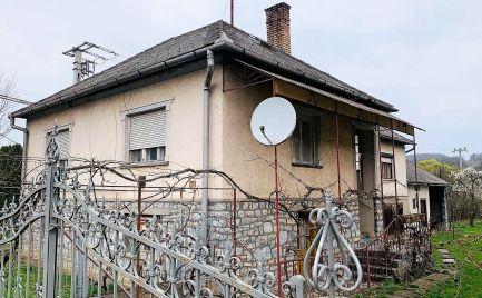 MAĎARSKO - MESZES PEKNÝ 4 IZBOVÝ DOM, GARÁŽ, 1200 M2 POZEMOK.