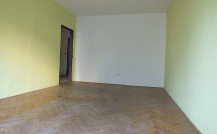 Dvoj izbový byt v pôvodnom stave na sídlisku Juh Nové Zámky