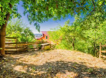 STAVEBNÝ POZEMOK PRE RODINNÝ DOM, 60m2 – BA III, pozemok 575m2, momentálne je na pozemku chata.