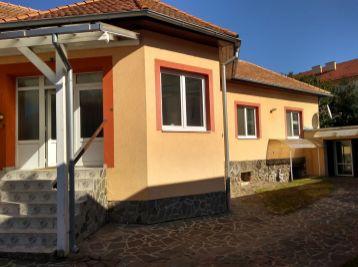 Zrekonštruovaný rodinný dom v centre Lučenca