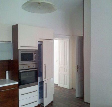 StarBrokers- PRENÁJOM: Reprezentatívny 4-izb.byt v historickom dome, pešia zóna-Klobučnícka ul.