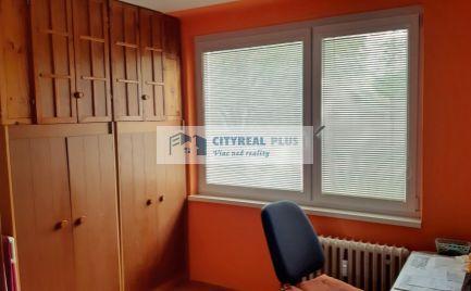 Na predaj 3-izbový byt blízko vlakovej stanice v Nových Zámkoch