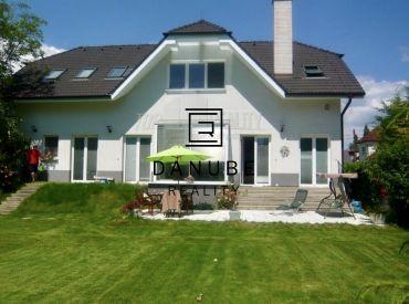 Predaj 3-podlažný rodinný dom v rodinnej zástavbe na Trnávke, Bratislava-Ružinov.
