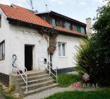 Na predaj rodinný dom v Hlohovci s vynikajúcou polohou a 2 020 m² pozemkom