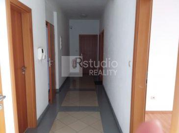 PRENÁJOM - menšia kancelária s balkónom 21 m2 / Trnava / Hornopotočná