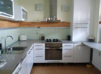 Priestranný 3 izbový byt v Malackách