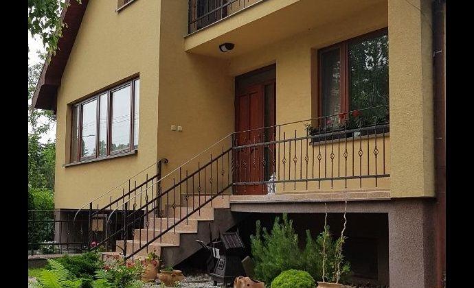 Veľký 5+ izbový 2- generačný rodinný dom, ú.p. 246 m2, garáž, dielňa, Mierovo