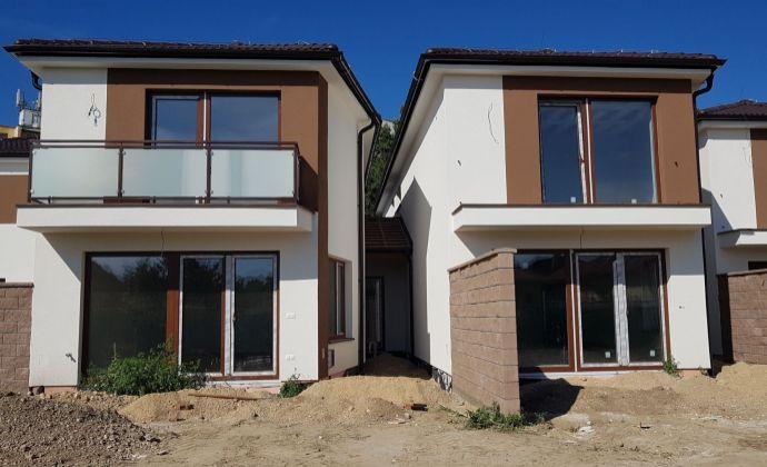 Nepremeškajte príležitosť! Kvalitný a priestranný rodinný dom s garážou (141 m2) pár minút pešo od centra Šamorína