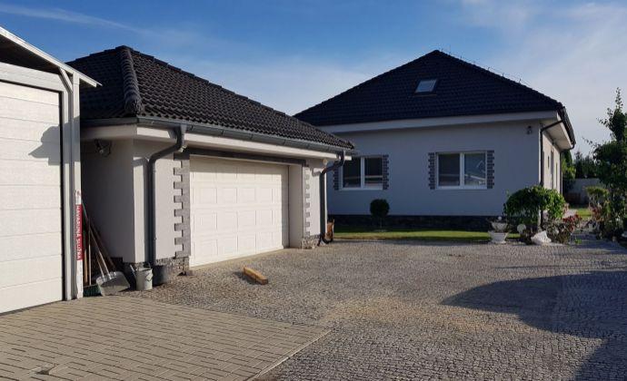 Moderný 7-izbový rodinný dom, zimná záhrada, 3x garáž, tiché prostredie, Tureň (Hrubý Šúr)