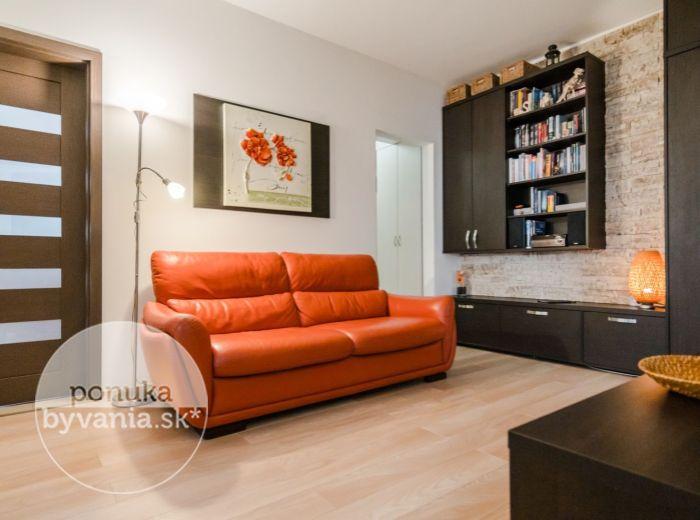 ZNIEVSKA, 3-i byt, 69 m2 - REKONŠTRUKCIA, vlastné parkovacie státie 200 EUR/rok, NÁBYTOK NA MIERU