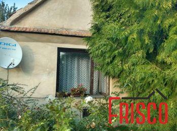 Predáme straší rodinný dom v Šoporni