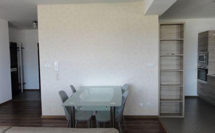 Na prenájom: krásny 3 izbový byt Malacky s loggiou a dvomi garážovými státiami v cene!!!