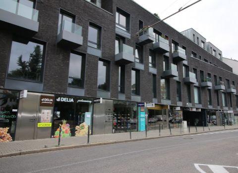Na prenájom priestranný 2 izbový byt v Starom meste s parkovacím miestom