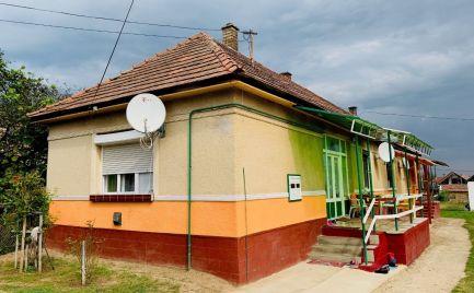 MAĎARSKO - BÓDVASZILAS 3 IZBOVÝ RD V OBCI S KOMPLETNOU INFRAŠTRUKTÚROU
