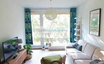 PREDANÉ - Nadštandardný 3 izbový dvojpodlažný byt s príjemnou atmosférou a krásnym výhľadom z dvoch balkónov, s veľkorysou rozlohou 86 m2 v perfektnej lokalite