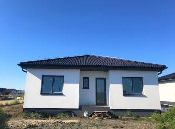 ***NOVOSTAVBA: Kvalitný 4 izbový rodinný bungalov s výnimočnou dispozíciou a krásnym pozemkom!!