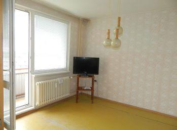 REZERVOVANÝ - Predáme 2-izb. byt v pôvodnom stave v Seredi