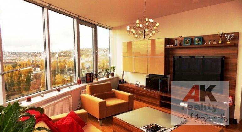 Predaj 3 izbový byt Bratislava-Nové Mesto, Bajkalská ulica
