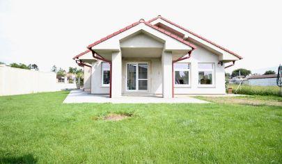 SORTier s.r.o. ponúka na predaj 4 izbový priestranný moderne riešený rodinný dom v tichej lokalite v meste Malacky.