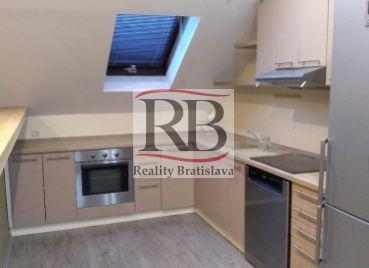 Na predaj 4 izbový byt na Záhradníckej ulici v Dunajskej Strede