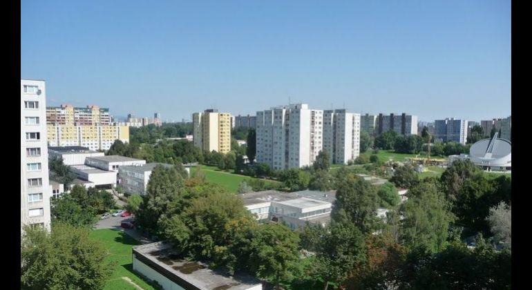 Prenájom 3 izbový byt Bratislava-Petržalka, Iľjušinova ulica