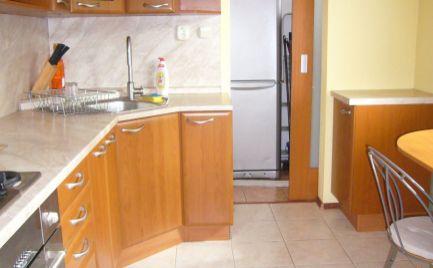 Ponúkame na predaj zrekonštruovaný 3i byt so samostatnými izbami na Bujnákovej ulici v Dúbravke, BA IV.