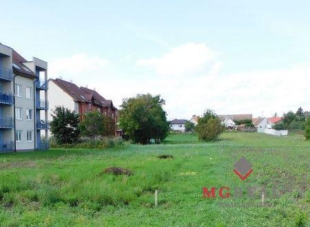 V Zavare na predaj dva pozemky 685 m² a 470 m² spolu aj oddelene
