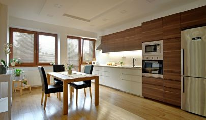 Krásny 6 izbový rodinný dom s veľkou garážou,  veľkým pozemkom 1475 m2.