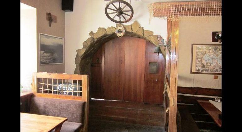 Ponúkame na prenájom komerčný priestor, reštauračné-ochodné priestory v širšom centre Trenčína