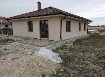 Výborný 4-izbový bungalov v novovybudovanej časti Dolného Baru v blízkosti Dunajskej Stredy