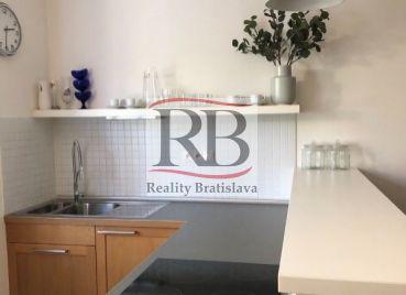 2-izbový byt na Trenčianskej ulici v Bratislavskej mestskej časti Ružinov