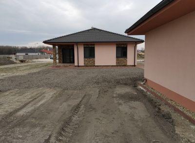 Klasický 4-izbový bungalov s pozemkom 800m2 dokončený na kľúč blízkosti hrádze