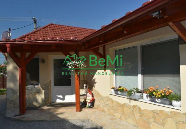 PREDANÉ-Na predaj krásny 4i rod. dom - Drienovec (020-12-PEV)