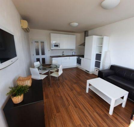 StarBrokers - PRENÁJOM: Moderne zariadený 3-izb. byt s terasou, centrum, Heydukova ul.