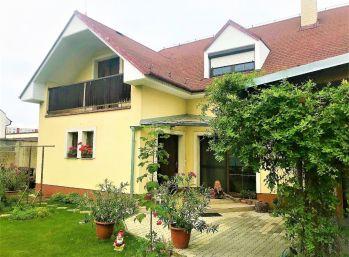 ***NA PREDAJ: Zariadený 6 izb. rodinný dom vo výbornej lokalite v blízkosti CENTRA !!