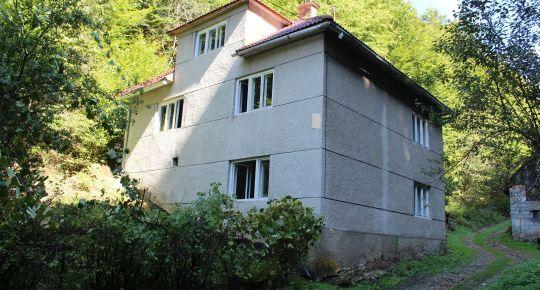 Ponúkam na predaj dom uprostred lesa v Utekáči,okres Poltár