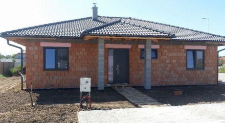 Kuchárek-real: Ponuka 4 izbového bungalovu v obci Cífer.