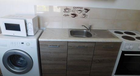 PREDAJ - Kompletne prerobený 2 izbový tehlový byt na Budovateľskej ul. v Komárne