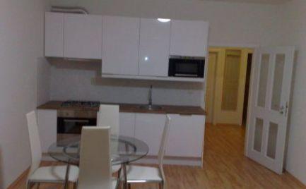 Ponúkame do prenájmu 3 izbový moderný byt na Heydukovej ulici, lokalita centrum Starého mesta, nová nadstavba.