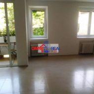 3 izb. byt, Pavlovova ul., 2/3, loggia, veľká murovaná pivnica 12 m2
