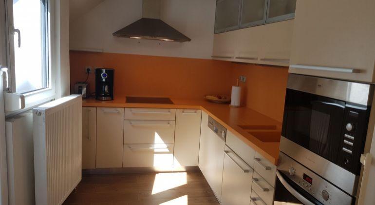 Predaj 2 izbový byt pod bratislavským hradom s garážou -Zámocká ulica