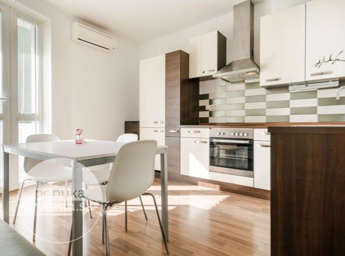 PREDANÉ - BOSÁKOVA, 2-i byt, 61 m2 - novostavba, RECEPCIA SO STRÁŽNOU SLUŽBOU, balkón, KLIMATIZÁCIA, zariadený