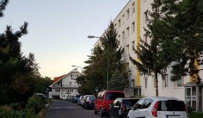 NA PREDAJ:  4-izbový byt 86 m2 s výbornou dispozíciou na Novohorskej ul. v Bratislave-Rači