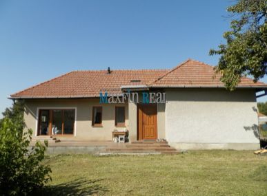 MAXFINREAL- ponúkame pekný RD po rekonštrukcii pri meste Vráble
