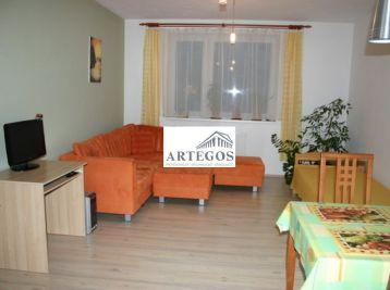 Priestranný 2-izbový byt na Budatínskej