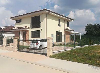 Kvalitné 5-izbové rodinné domy s pekným pozemkom